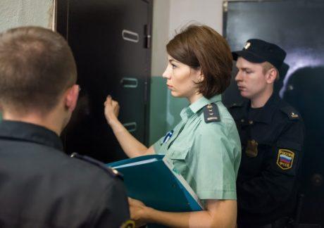Арест имущества приставами исполнителями